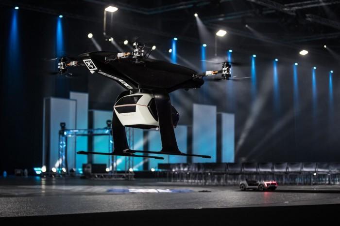 新一代治堵神器 奥迪展示自动驾驶飞行汽车
