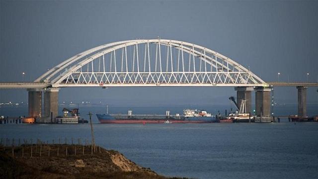 25日,俄乌冲突发生后,俄罗斯方面一度封锁刻赤海峡