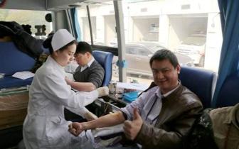老人身患重病急需救命血 机场小伙热心献血不图名