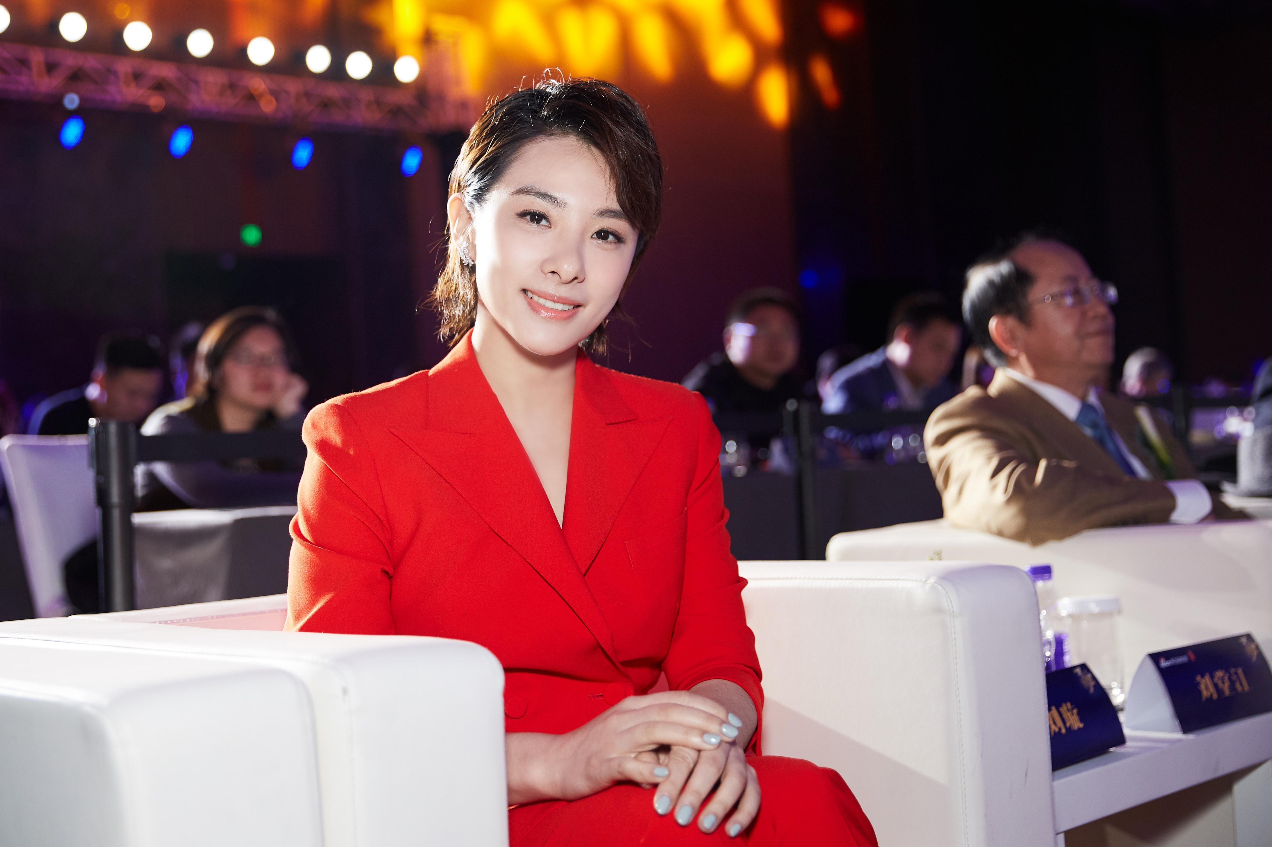 刘璇荣获教育公益大奖 坦言目前不希望儿子当冠军