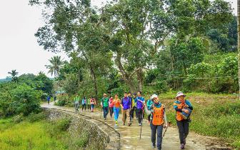 国际商界精英海南热带雨林徒步挑战赛琼中开赛