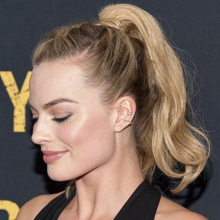 高馬尾 馬尾一樣可以出席派對,Margot Robbie 早前便以高馬尾混入鬢辮,令馬尾不再單調。