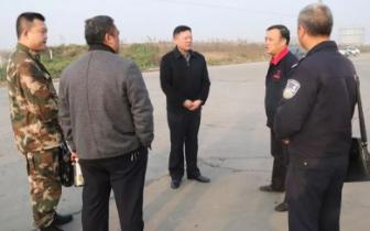 潜江公安局副局长于文学带队督导冬春火灾防控工作