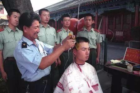 """义务理发55载 唐山1人荣登""""中国好人榜"""""""