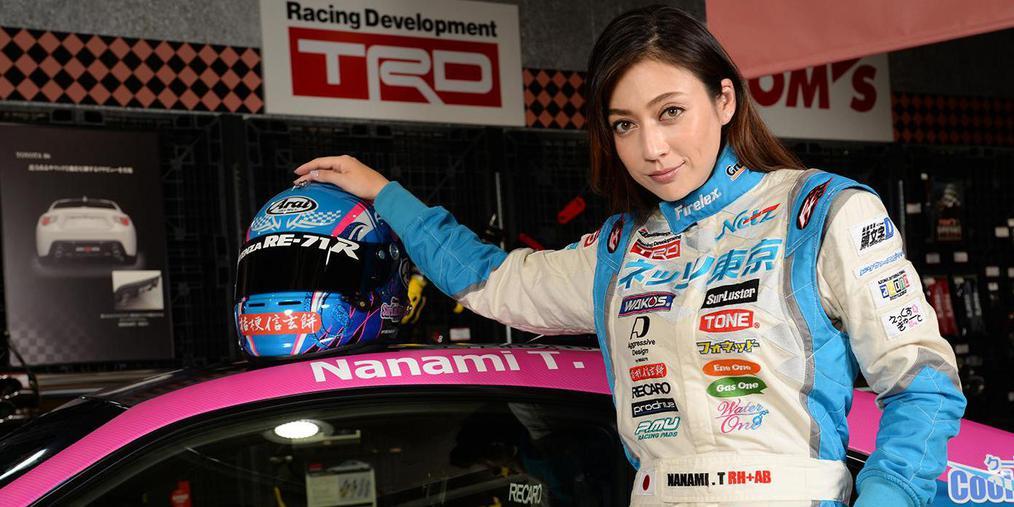 日本现场:美艳赛车皇后带你漂移带你飞