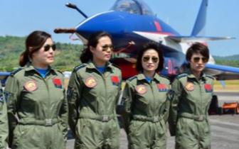 空军在汉招女飞行员了,双眼裸视只要0.8以上