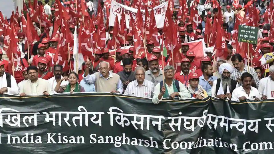 数千印度农民涌入德里抗议 数人带尸骨欲裸体示威