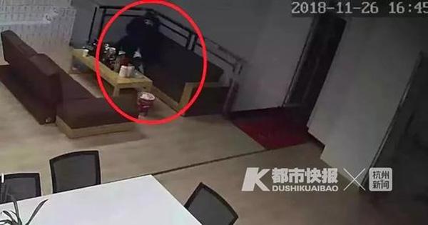 奶茶店老板送外卖时猥亵女客户:多次将其压在身下