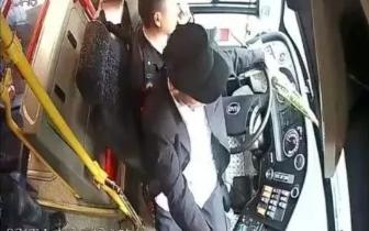 又一乘客抢夺公交车方向盘!深圳部分公交试装隔离门