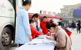 """重庆欢乐谷""""热血""""助力公益 持献血证免费游园"""