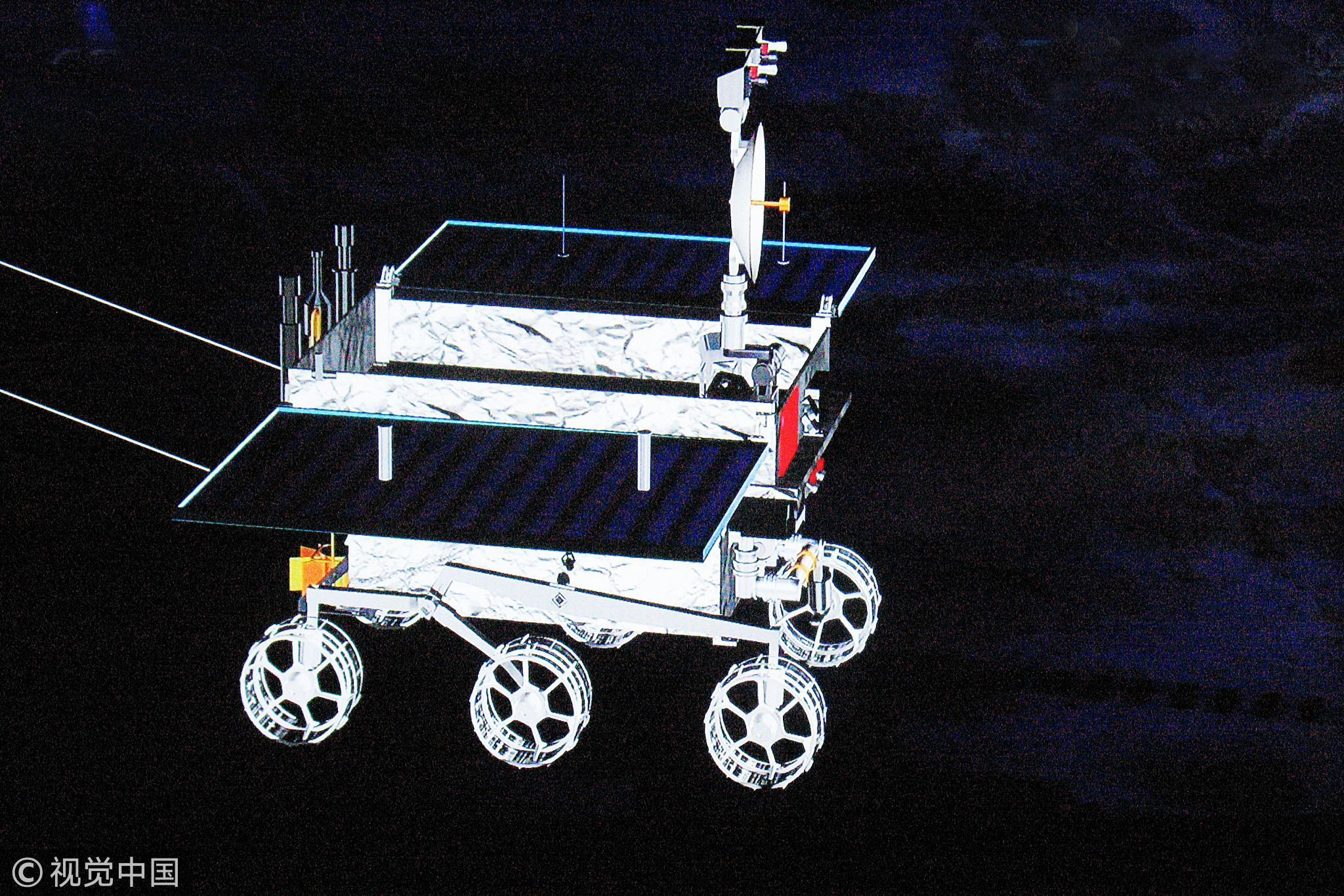 """巡视器""""玉兔号""""月球车在月夜准备休眠模拟动画示意图。/视觉中国"""