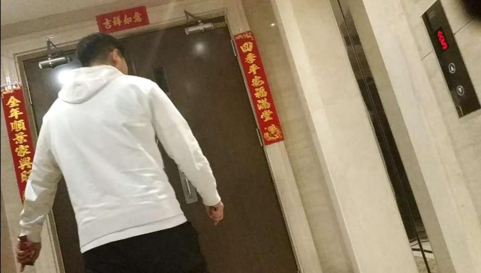 """王宝强方面知情人否认打马蓉 称""""警察一直都在"""""""