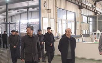 南皮县组织离退休老干部参观工业项目