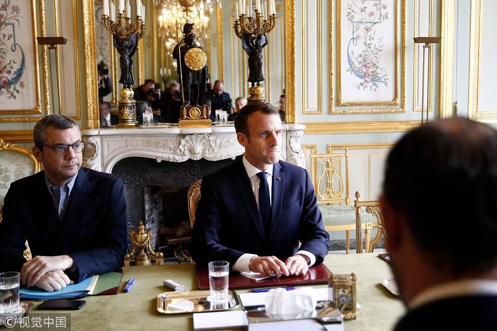"""法国50年来最严重骚乱:凯旋门被涂""""推翻资产阶级"""""""