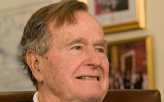 """老布什生前最后一句话""""我也爱你"""""""