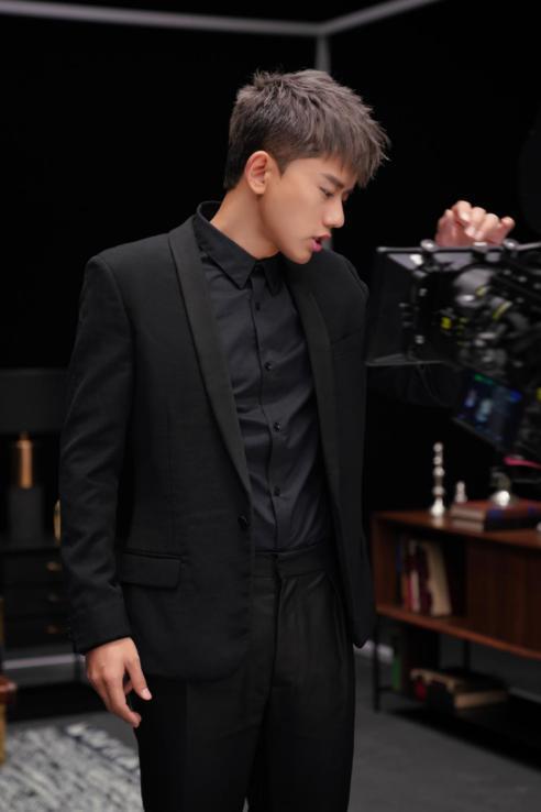 张杰实体专辑《未·live》开启预售 人气火爆