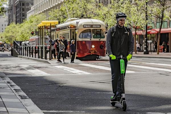 传Uber计划收购共享电动滑板车服务Bird或Lime