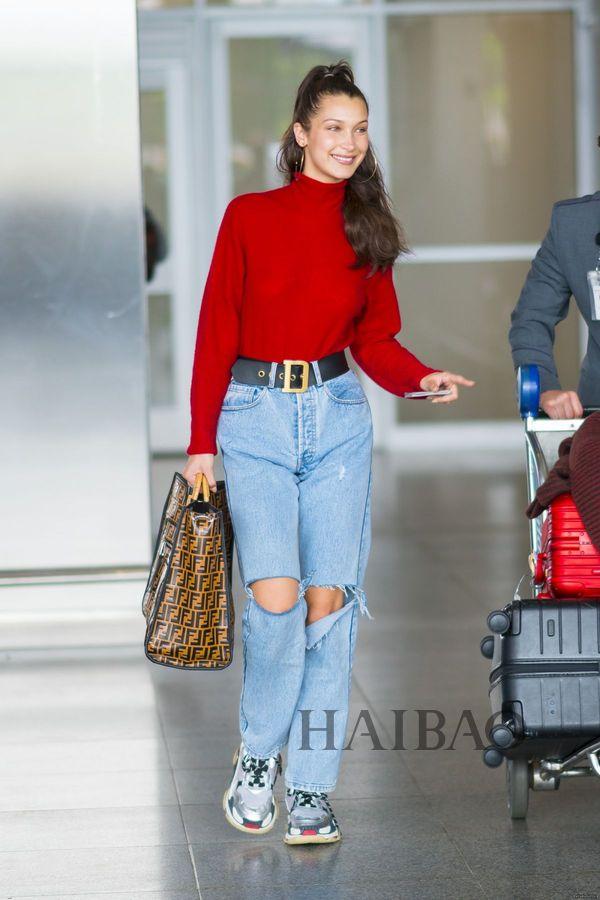 2018年6月2日,贝拉·哈迪德 (Bella Hadid) 现身纽约肯尼迪机场
