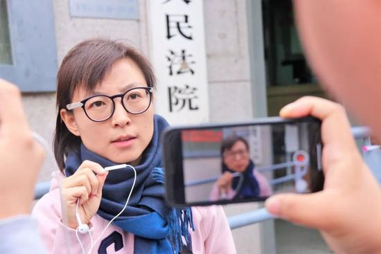 ?王骁在接受媒体采访