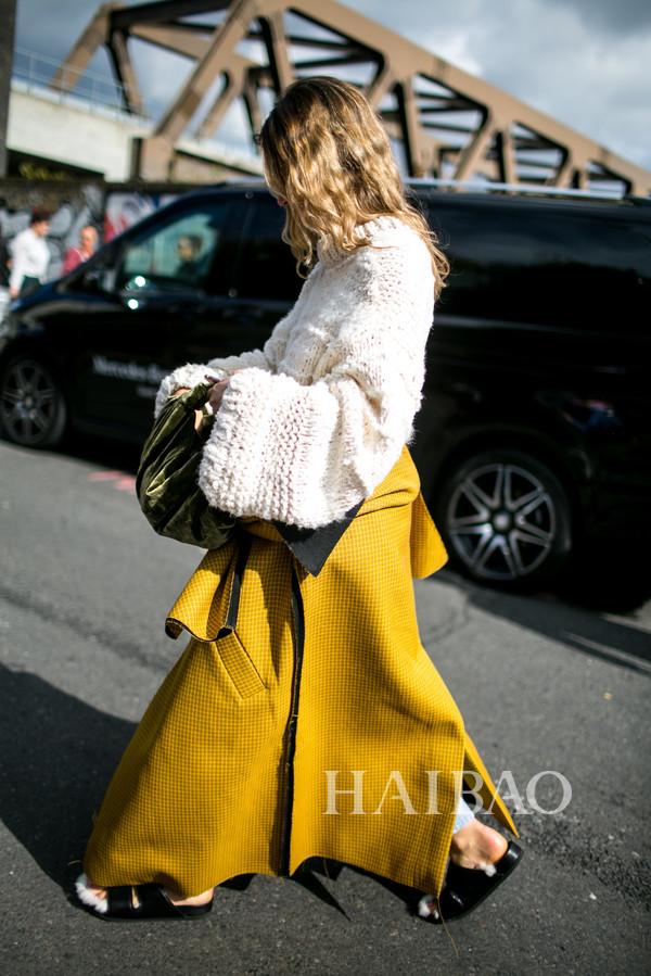 时尚型人亮黄色街拍Look