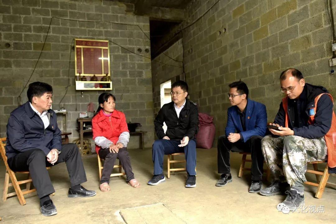 杨龙文深入雅龙乡温和村走访慰问帮扶户