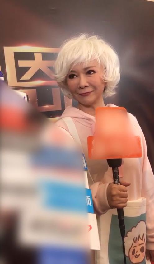 蔡明回应上央视春晚:有纪律我不能说