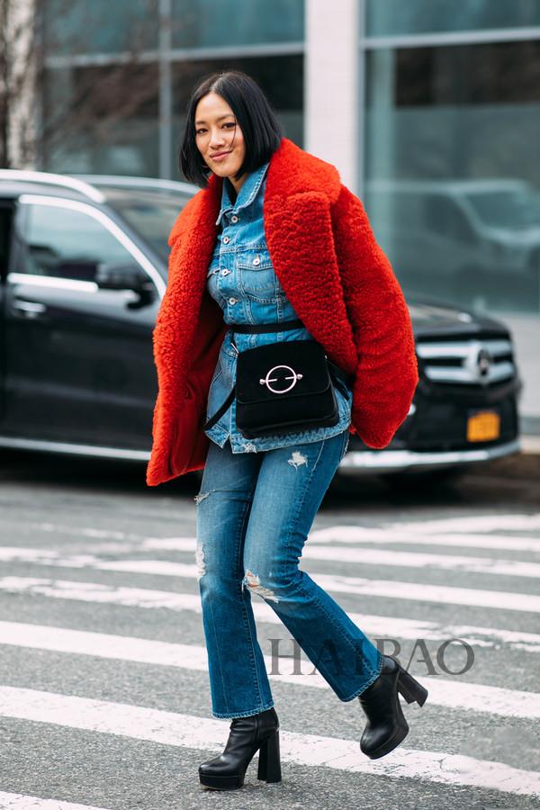 mytheresa买手总监Tiffany Hsu 2018秋冬纽约时装周秀场外街拍