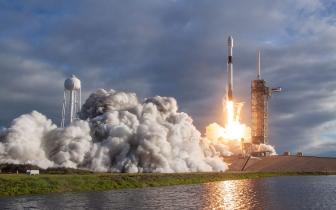 """SpaceX将64颗卫星一次送入太空 首次用""""三手""""火箭"""
