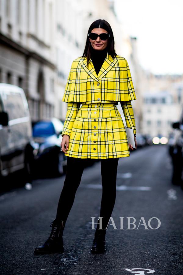 时尚编辑吉尔安娜·恩格尔伯特 (Giovanna Engelbert) 2018秋冬巴黎时装周秀场外街拍