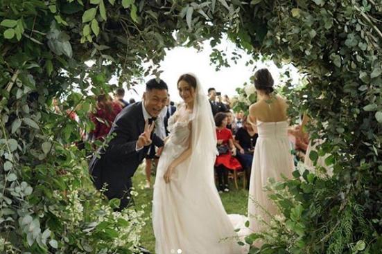余文乐庆结婚一周年表白老婆:谢谢你对我的一切