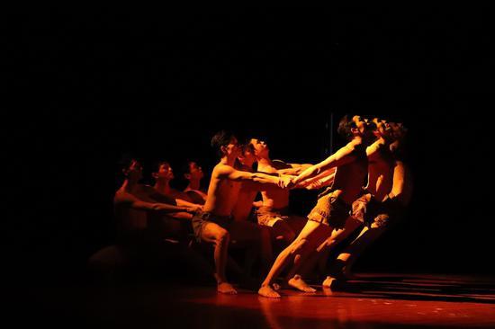 舞蹈《我要飞》表 演:魏菁阳等17位聋人