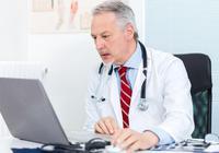 """原来在医生眼里,电脑成了医生和病人之间的""""第"""