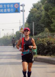 丫丫:越野赛的最后2公里,我嗨得打赤脚就跑起来