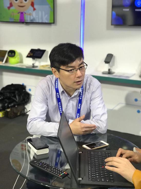 乐词CEO施鹏老师在GES展会上接受媒体采访