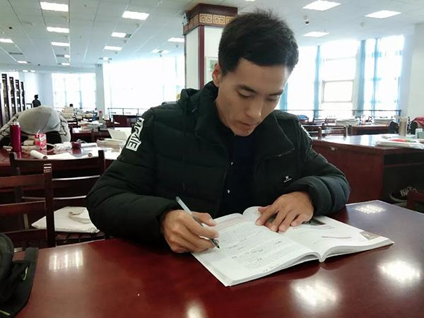 内蒙古励志哥40岁上大学:希望3年毕业然后考研
