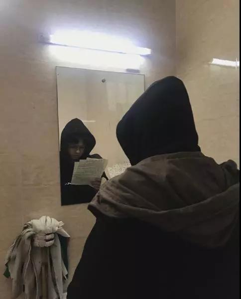 月入过万还考研 大学生承包厕所复习遭质疑