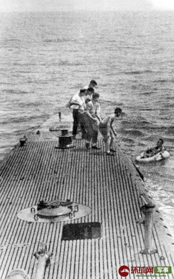 老布什二战传奇经历:坠机跳伞被潜艇救起