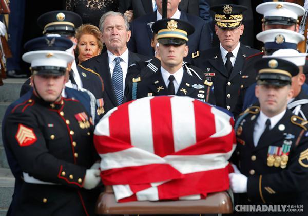 老布什遗体运抵休斯敦 姚明赴美出席追悼仪式