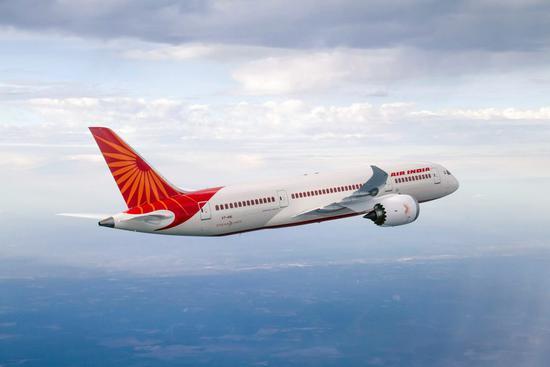 印航787客机降落香港时急速下降 两名飞行员停飞