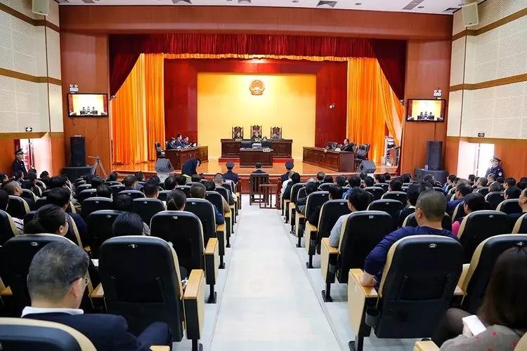 市委政法委组织政法系统党员干部旁听公开宣判