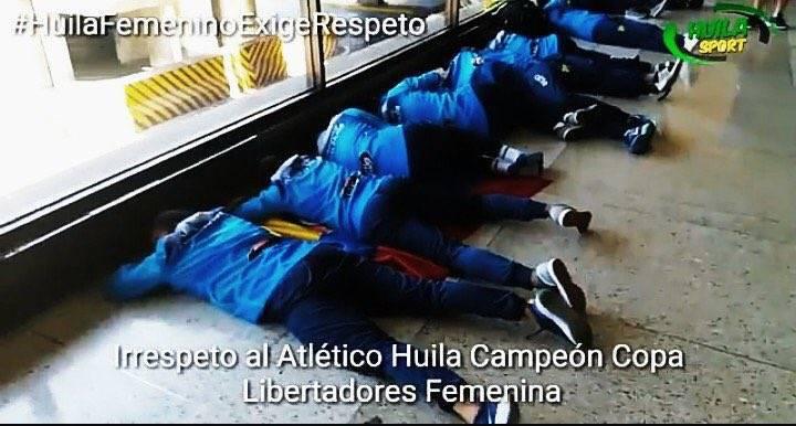 女足又遭歧视!南美冠军奖金被男队抢+睡机场地上