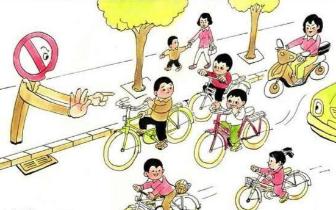 学生放学骑车追逐打闹存隐患