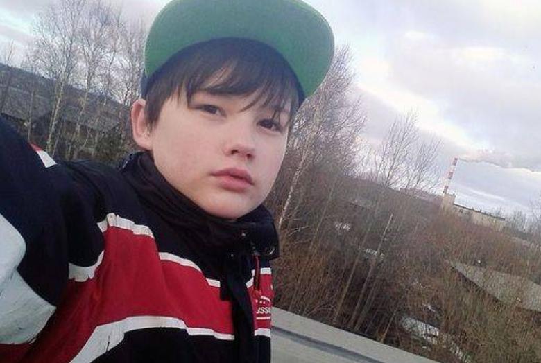 男孩为阻止母亲被强奸与歹徒搏斗 19个月后离世