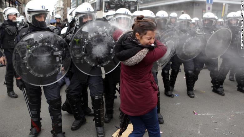 法国连续第4周爆发骚乱:12.5万人参与 1723人被拘