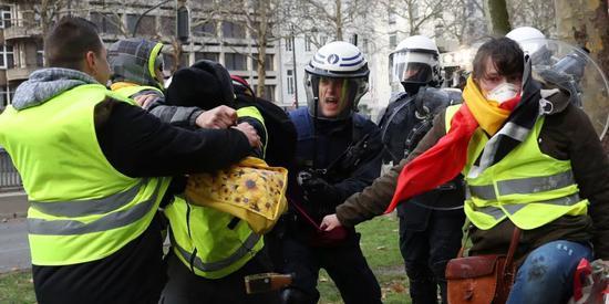 法国黄马甲运动蔓延至比利时荷兰 欧洲怎么了?