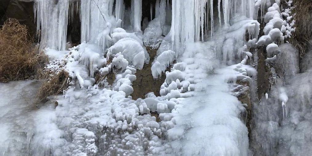 """太冷!门头沟瓜草地再现""""冰瀑"""""""