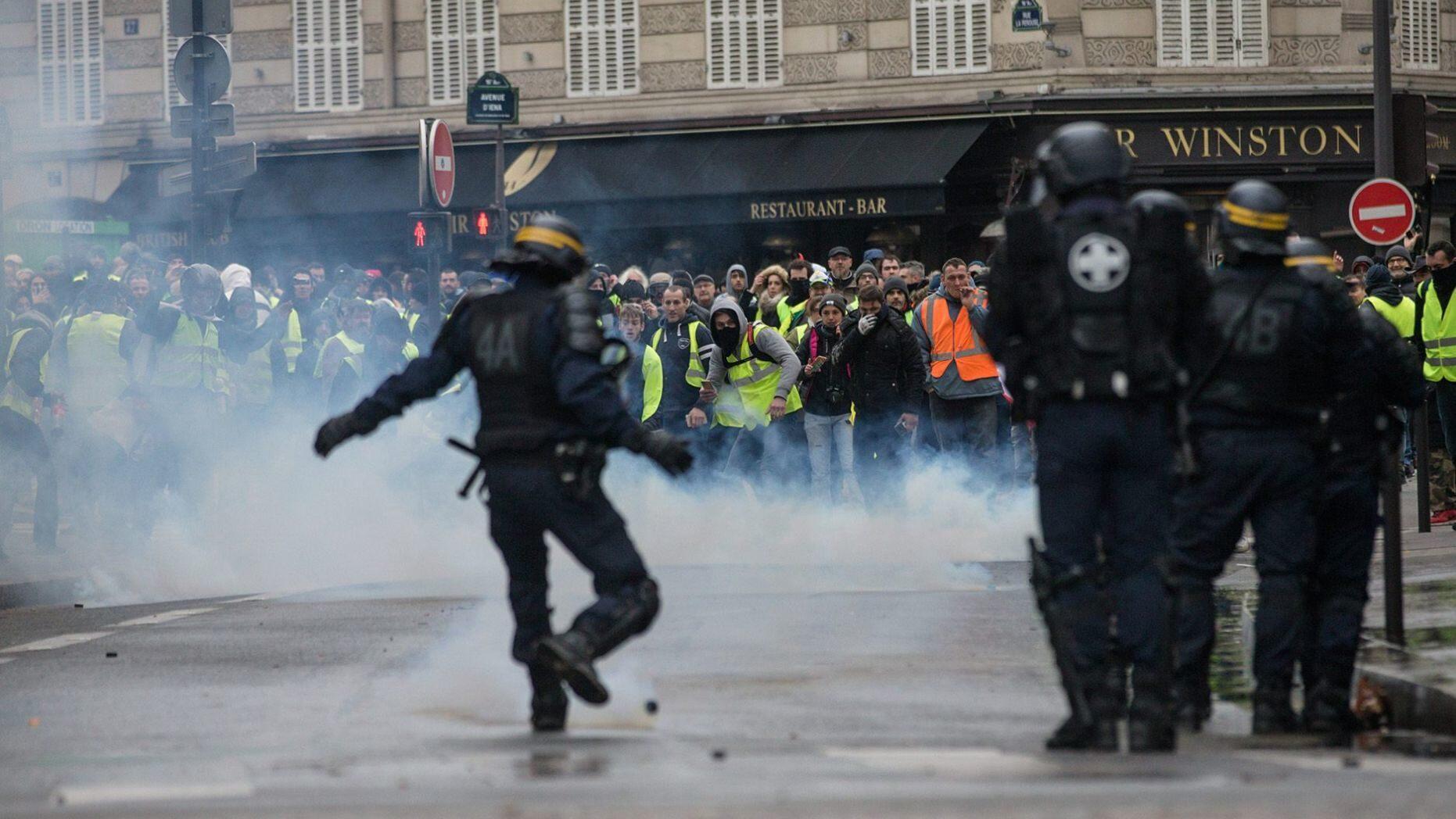 特朗普1天2推提法国骚乱:要不学学我 放弃巴黎协定