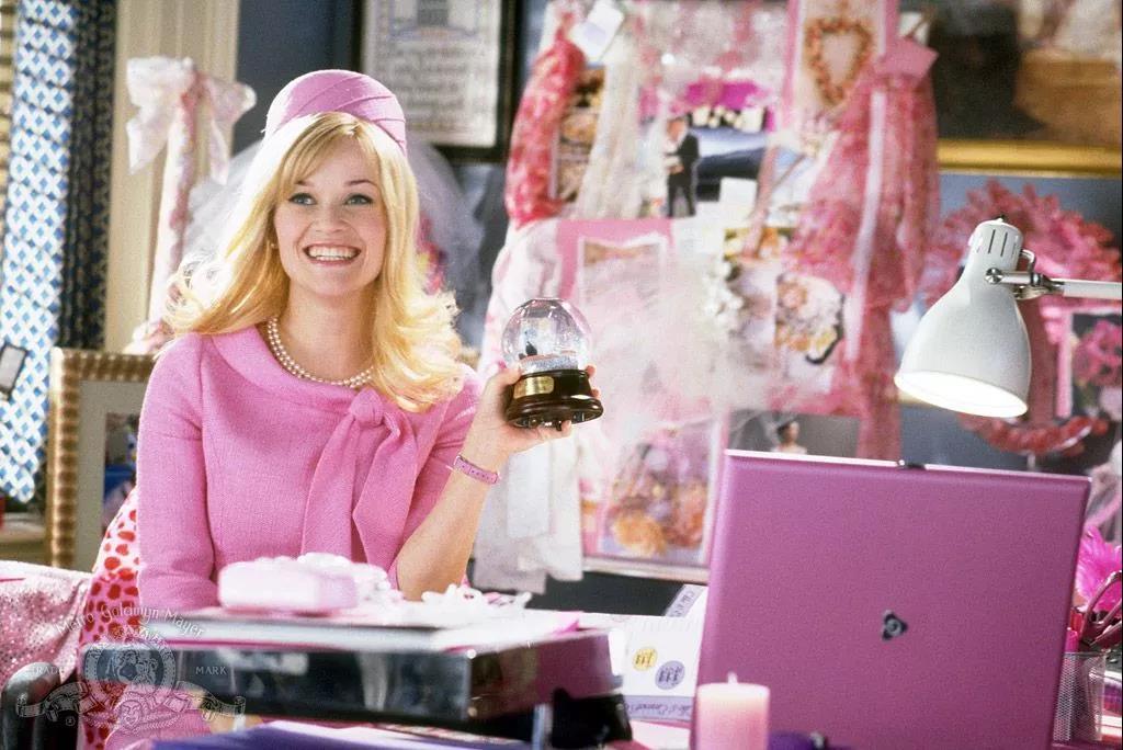 她是芭比娃娃的原型,也是充满少女感的影后
