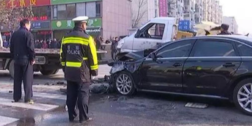 奥迪车冲撞事故 司机酒精呼气检测为0