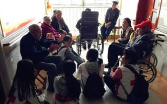 孝感市红十字会举办关爱失智失能老人活动